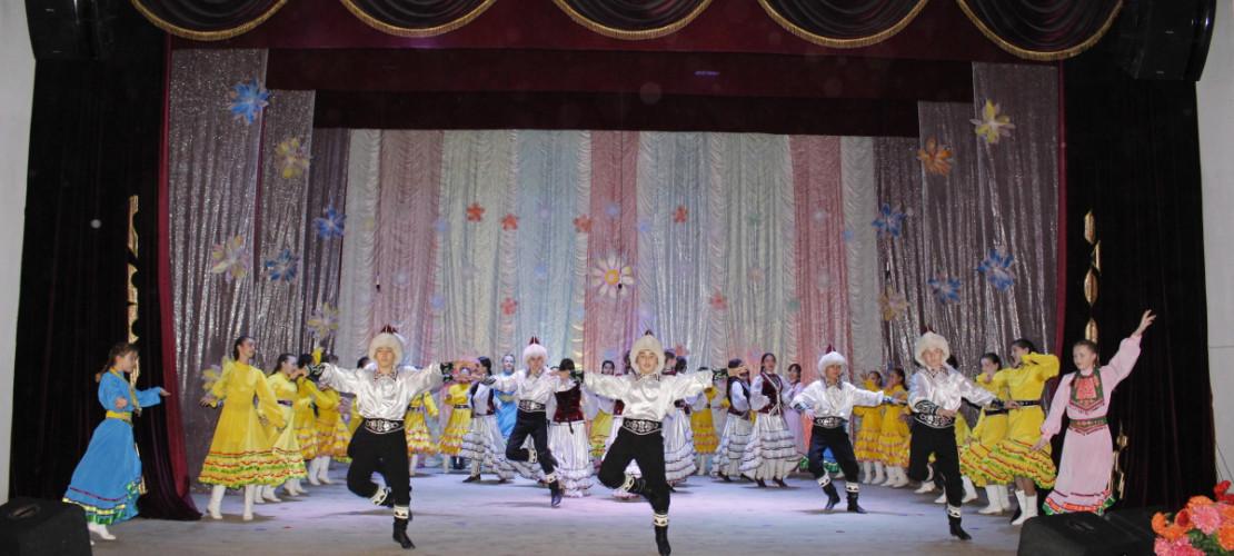 16 мая районный модельной Дом культуры большой концертной программой закрыл очередной творческий сезон